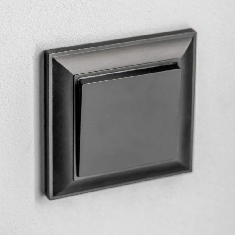 Выключатель одноклавишный проходной (черный матовый) W1112008