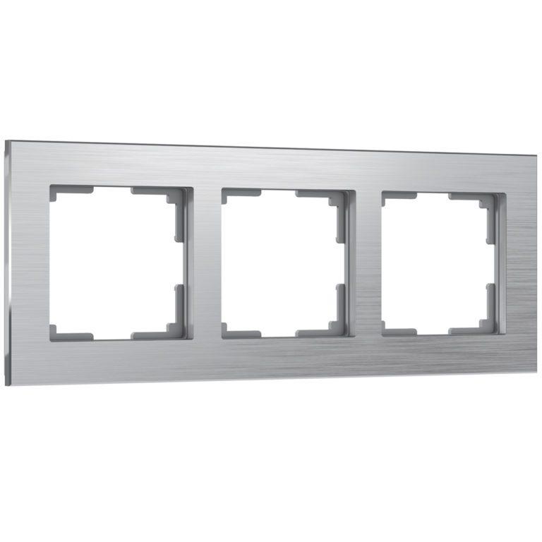 Рамка на 3 поста (алюминий) W0031706