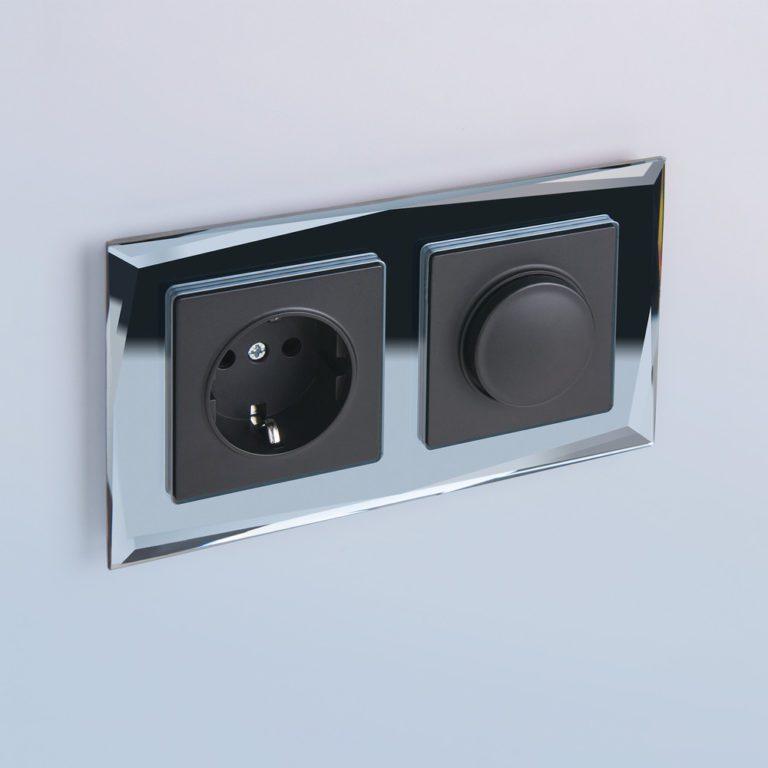 Розетка с заземлением (черный матовый) W1171008