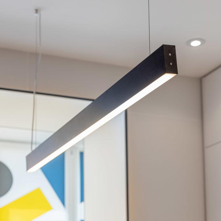 Линейный светодиодный подвесной односторонний светильник 128см 25Вт 3000К черная шагрень 101-200-30-128