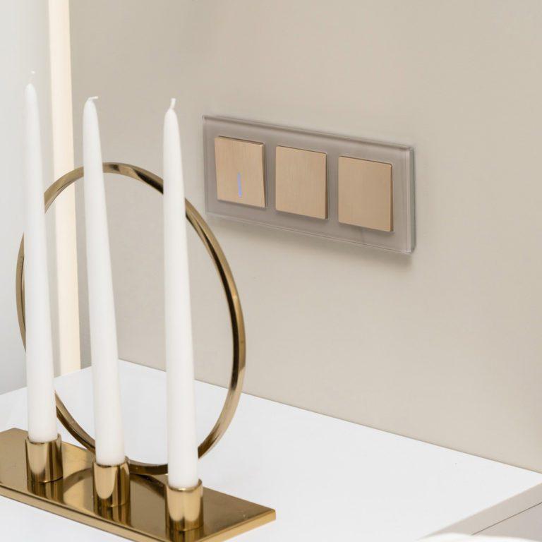 Выключатель одноклавишный проходной с подсветкой (шампань рифленый) W1112110
