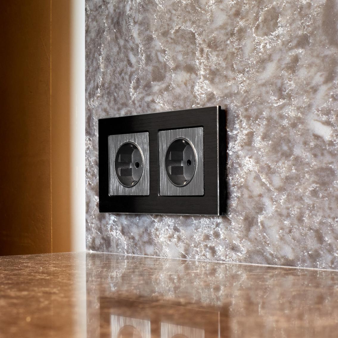 Розетка с заземлением и шторками (графит рифленый) W1171104